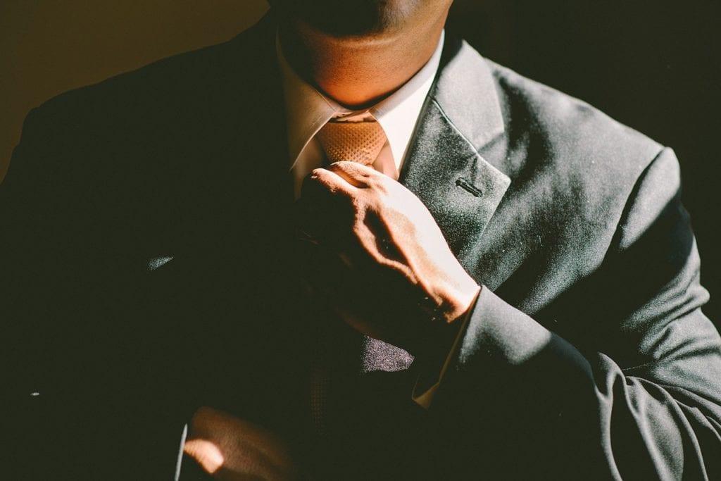 man tightning up his tie