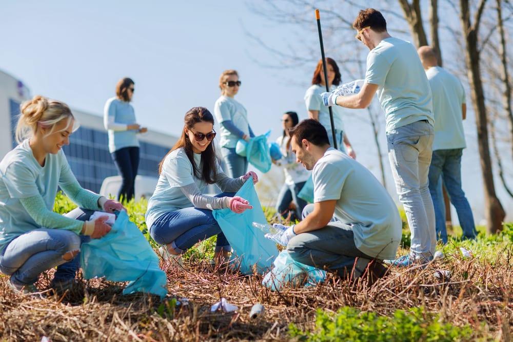 people doing volunteer work